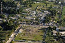 1024px-Haiti_earthquake_damage_overhead