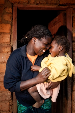Mother and child.  Photo credit:  Doctors Without Borders/Médecins Sans Frontières (MSF)