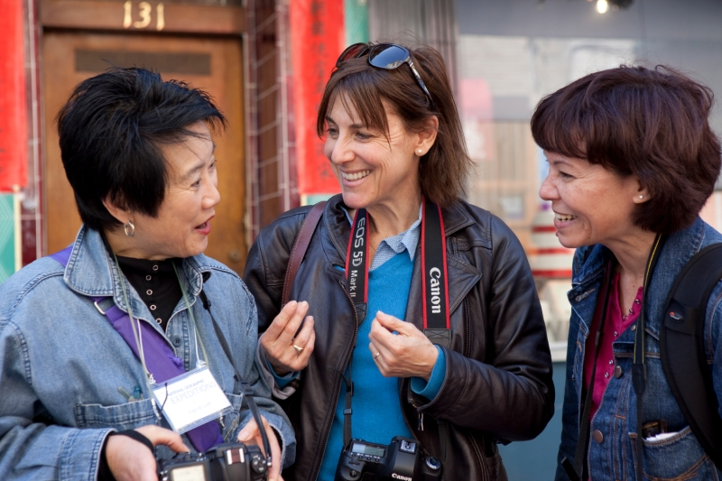 Catherine Karnow (middle), teaches students during workshop, Chinatown, San Francisco.